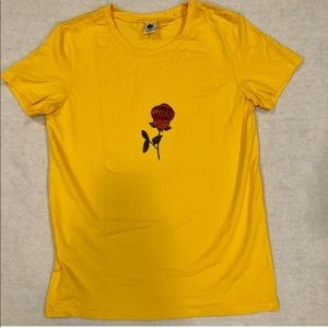 Tops - Yellow Tee shirt with a rose